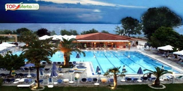 Нова година на Олимпийска ривиера! 2 или 3 нощувки със закуски и вечери + дете до 6г. Безплатно + празнична вечеря с ЖИВА МУЗИКА в хотел Poseidon Palace 4*
