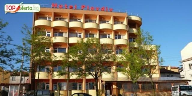 Прекрасна почивка на море в Приморско през юни, юли и август! Нощувка + закуска + вечеря + басейн,шезлонг,чадър на ТОП цена в Хотел Пловдив!