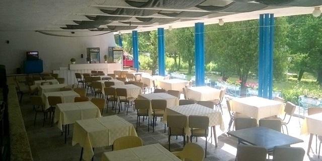 Лято в Китен до южния плаж! Пълен пансион с нощувка, закуска, обяд, вечеря и БАСЕЙН, шезлонг, чадър и паркинг в Почивна база Средец на ТОП цена!
