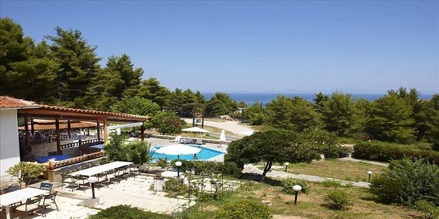 На море във Forest Park Hotel 3*, Криопиги, Касандра, Халкидики, Гърция ! Нощувка с включена закуска и вечеря!