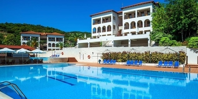 LAST MINUTE:  Лукс  почивка на брега на морето в Theoxenia Hotel 4*, Атон,  Урануполис, Халкидики, Гърция ! 4 Нощувки със закуска и вечеря + напитки + басейн с морска вода + чадъри и шезлонги на плажа!