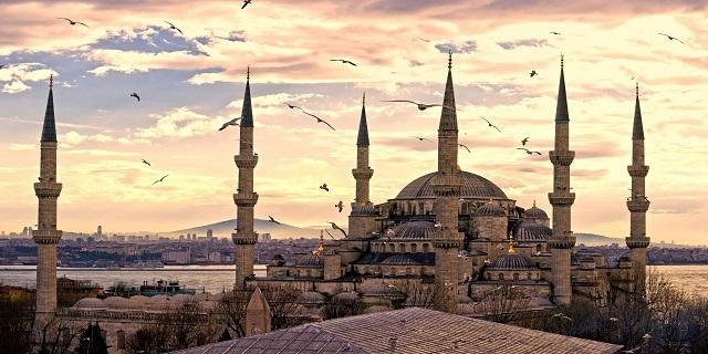 Автобусна екскурзия до Истанбул! 4 дни/2 нощувки със закуски на човек в хотел 3* + Лицензиран автобус и пътни такси!