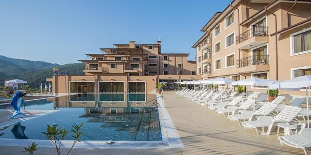 Релакс в Хотел Вела Хилс 4*, Велинград делничен пакет! Нощувка + закуска, открит и закрит басейни с топла минерална вода, джакузита и СПА пакет на ТОП цена!