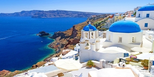 РАННИ ЗАПИСВАНИЯ: Майски празници на о.Санторини, Гърция! 3 нощувки със закуски в двойна стая + Самолетни билети + Трансфер и летищни такси!