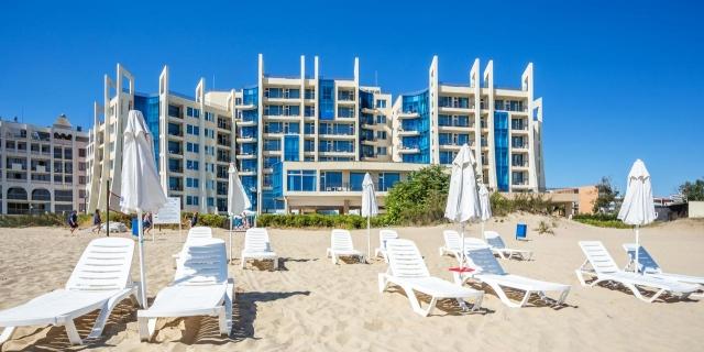 Нощувка на база Ultra Аll inclusive в Хотел Синя Перла 3*, Слънчев бряг!+ външен басейн+ шезлонг и чадър на плажа + на брега на морето!