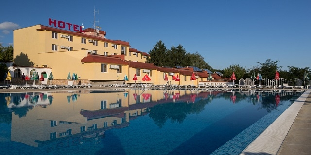 СПА и релакс в хотел Зорница 3* Казанлък! Нощука със закуска + вътрешен минерален басейн + СПА !!!