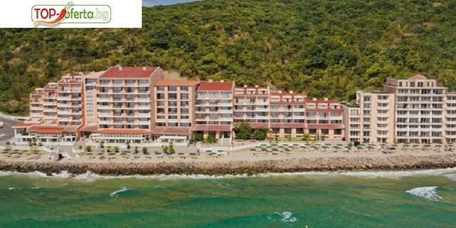 ЛУКС почивка на брега на морето  в Роял Бей 4*, Елените! Нощувка на база Аll inclusive + аквапарк + външен басейн+ шезлонг и чадър на плажа + на брега  на морето!